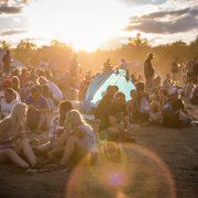 Západ slunce a akce v plném proudu